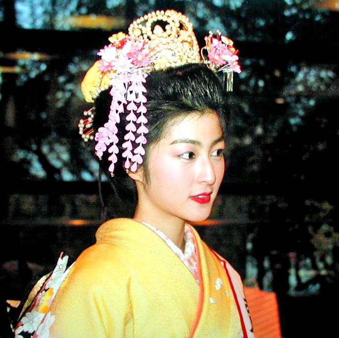 Kimono wearing contest Queen